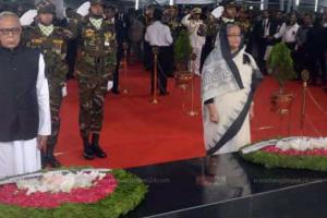 আজ জাতীয় শোক দিবস : বঙ্গবন্ধু-প্রতিকৃতিতে রাষ্ট্রপতি-প্রধানমন্ত্রীর শ্রদ্ধা