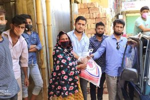 চৌদ্দগ্রামে কাউন্সিলর হালিমের উদ্যোগে ত্রাণ সামগ্রী পেল ১৫০ টি পরিবার
