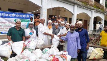 চৌদ্দগ্রামে 'কাছারীপাড়া প্রবাসী সমাজকল্যাণ তহবিল'র উদ্যোগে ঈদ উপহার বিতরণ